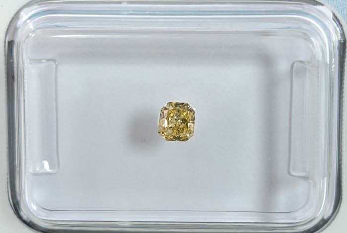Diamant - 0.15 ct - Radiant - Fancy bräunlich- gelb - I1, IGI Antwerp - No Reserve Price