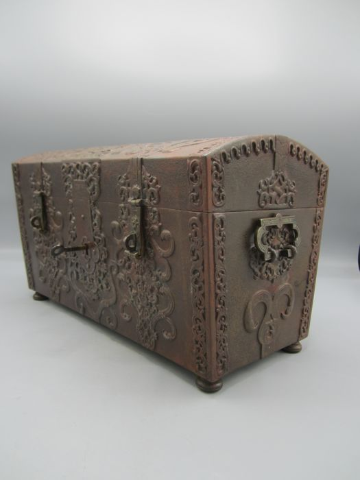 Chest or box in renaissance style - Iron (cast/wrought) - Late 19th century