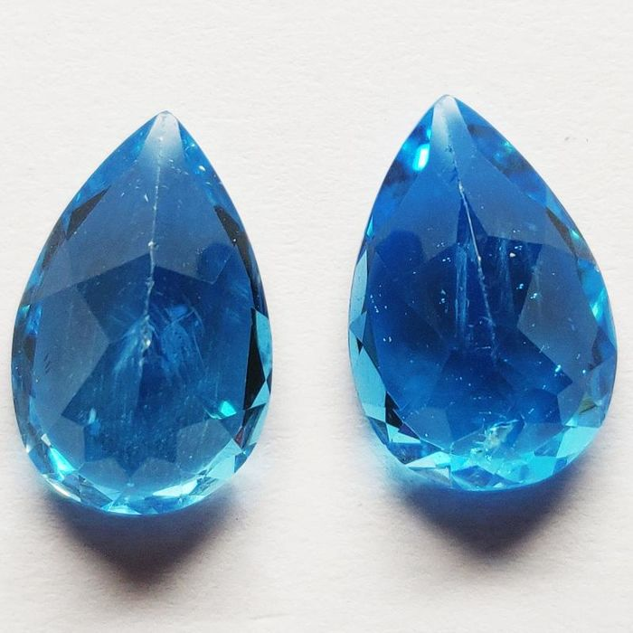 2 pcs Intense Blue Topaas - 14.13 ct