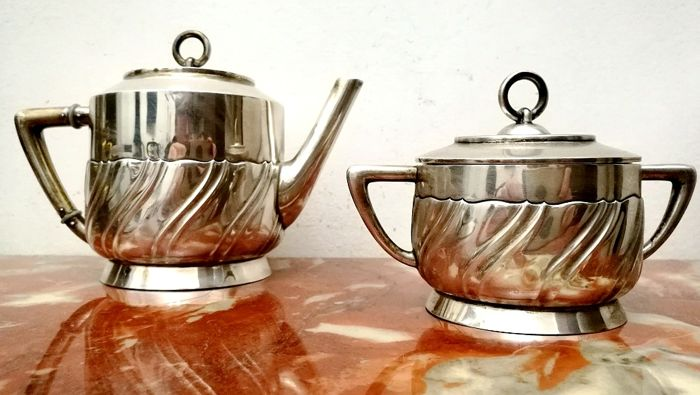 Wonderful service consisting of a silver teapot and sugar bowl (2) - .800 silver - Gebrüder Kühn - Produced in Germany and imported in Italy - First half 20th century