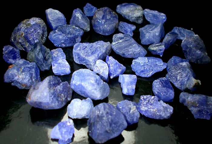 Tanzanite Crystals - approx. 13×12×9 mm each - 51 g / 255 ct (38)