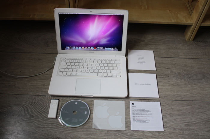 Apple MacBook Unibody (late 2009) - Modelo A1342-2.26 GHz Core2Duo, 2GB RAM, 250GB HDD - Con el cargador original, documentos, etiquetas engomadas de Apple, etc