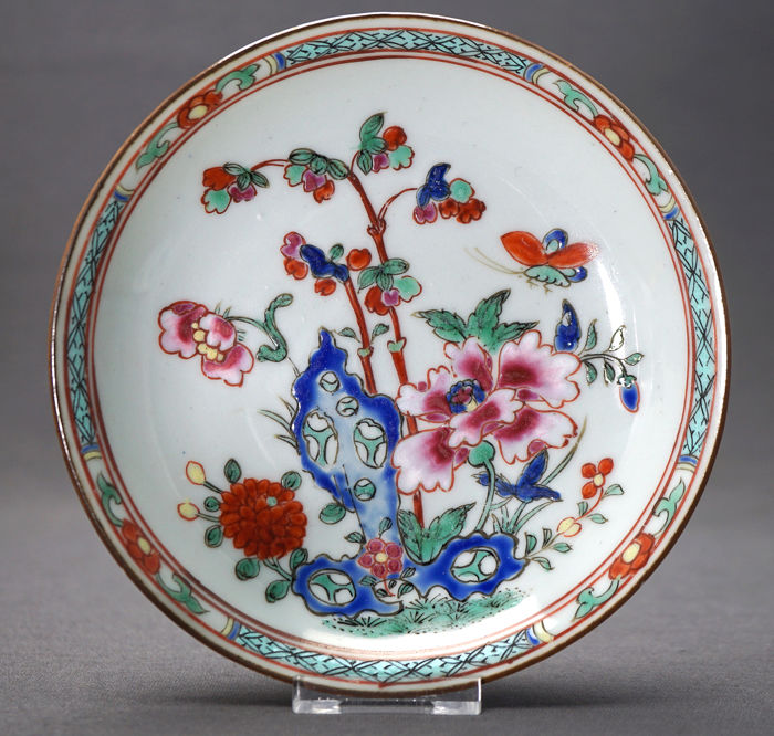 Saucer - Porselen - pierced rock amidst blossoming flowers - Kina - Qianlong (1736 –1795)