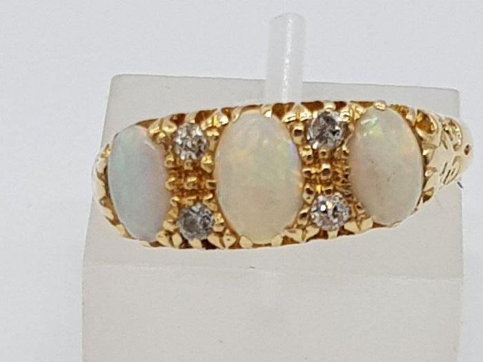 1903 Opal & Diamond 18kt Yellow Gold Ring - 18 kt Gelbgold - Ring Opal - Diamant