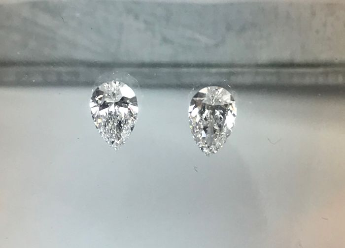 2 pcs Diamonds - 0.70 ct - Pear - D (colourless), E - VVS1