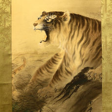 Rouleau suspendu - Bois, Papier, Soie - Tiger - With signature 'Raisho' 来章 seal 'Ichima' 市間 w/box - Japon - Période Taishō (1912–1926)