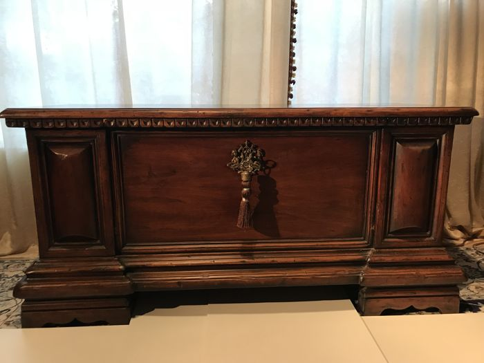 Commode, Kast