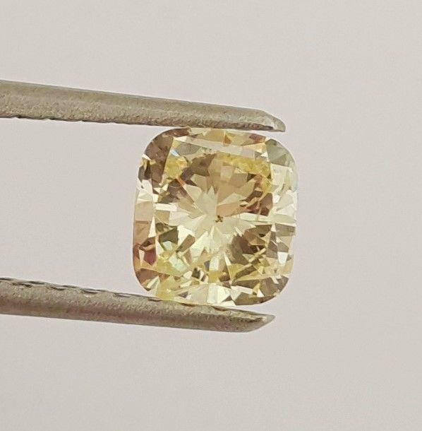 Diamond - 0.74 ct - Cushion - fancy yellow - SI1
