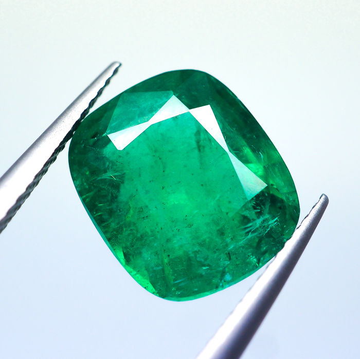 Intense Green Emerald - 4.92 ct