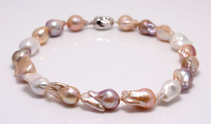 NO RESERVE PRICE - 925 Silver - 14x18mm Freshwater Pearls - Necklace