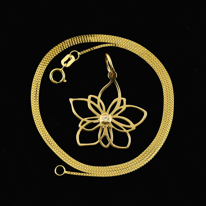18 kt. Yellow gold - Necklace with pendant - 0.03 ct Diamond