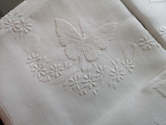 Completamente a mano - Linen sheet with Farfalle embroidery in full stitch - Linen