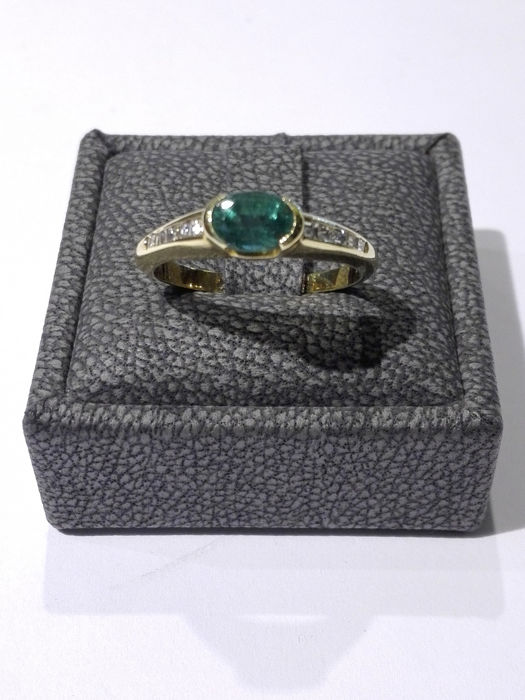 18 kt. Yellow gold - Ring - 0.95 ct Emerald - Diamond