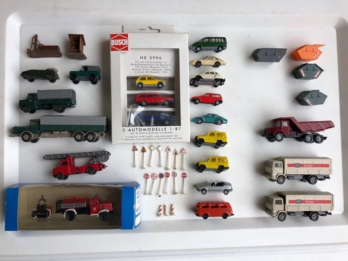 Busch, Herpa, Roco, Wiking, Bruder H0 - Scenery - 44 various cars / trucks