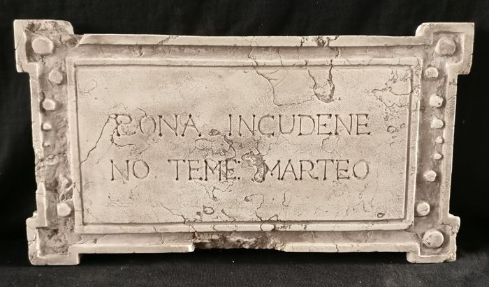 Relief, with Venetian proverb - Marble of Istria - 20th century