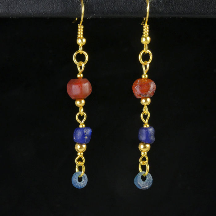 Ancient Roman Glass Earrings with blue glass and carnelian beads - 8.3×63.3 mm - (1)