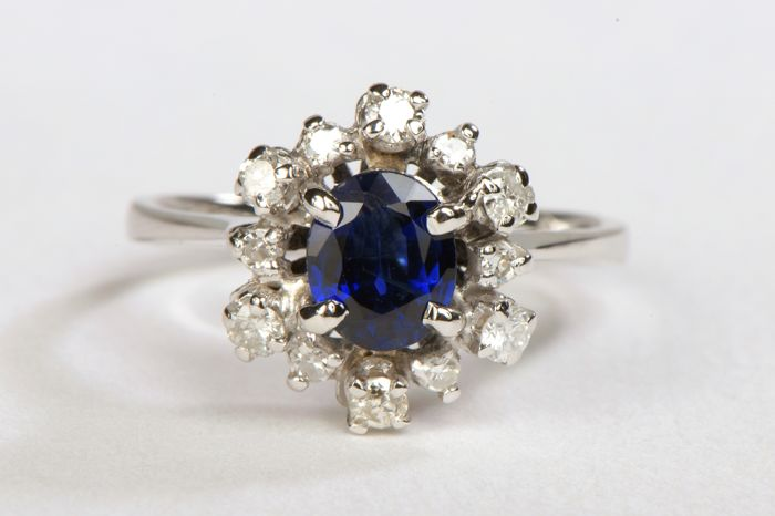 18 kt. White gold - Ring - 0.73 ct Sapphire - Diamonds