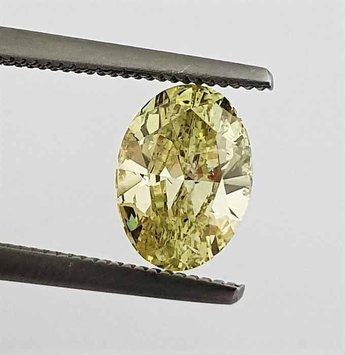 Diamant - 1.42 ct - Ovaal - Natural Fancy Vivid Green Yellow - SI2