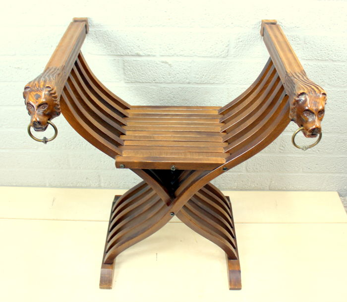 'Dagobert' chair with carving and bronze rings - beech wood