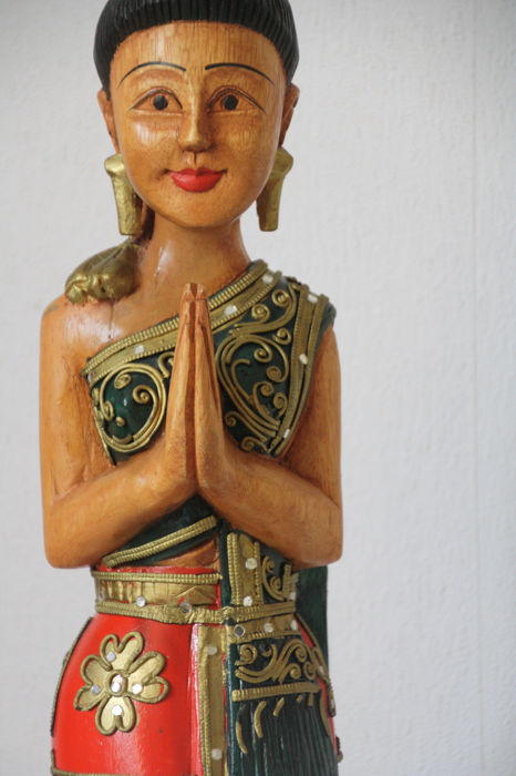 Groot beeld Thaise vrouw in eer-stand - Polychrome - Hout