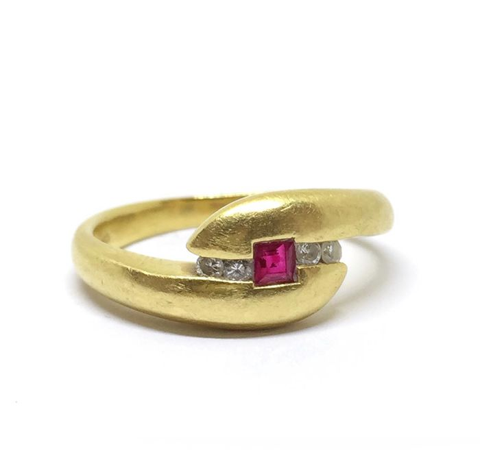 18 kt Gelbgold - Ring Rubin - Diamanten