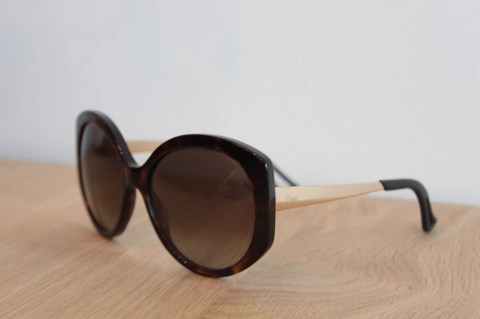 a1e64db2ee Christian Dior Sunglasses - Catawiki
