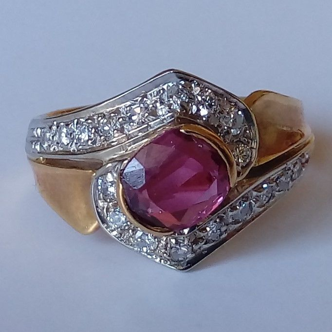18 kt Gelbgold - Ring - 1.23 ct Rubin - Diamanten