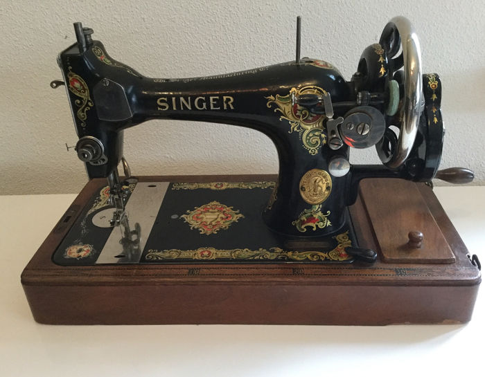 Singer 29K - Sewing machine with wooden dust cover, 1915 - Iron (cast/wrought), Wood Curio, used for sale