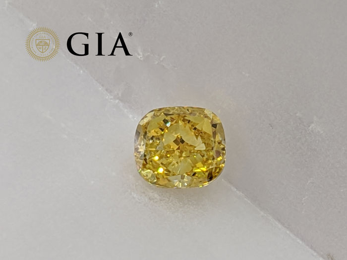 1 pcs Diamant - 0.92 ct - Coussin - fancy deep orangy yellow - SI2