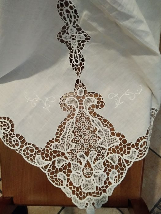 Elegant tablecloth from 12 in Burano lace (1) - Linen