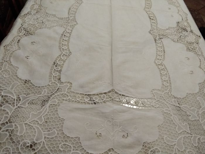 Elegant tablecloth from 12 in Burano lace - Linen