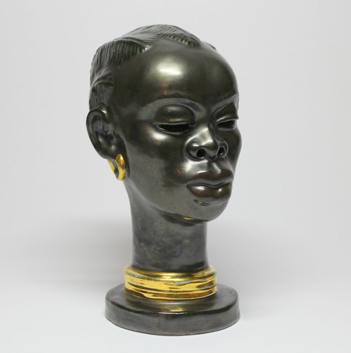 Margit Izsépy - Ceramic bust of an African Woman