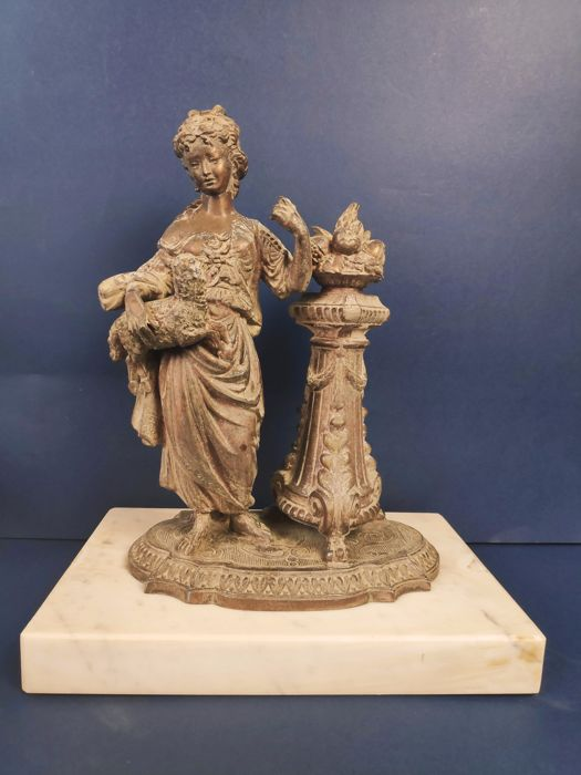 Statue of Woman with little sheep on her arms, with fruit - Marble based antimony - First half 20th century