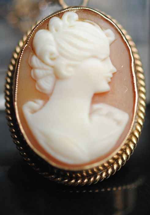 9K Gold - Cameo, Necklace