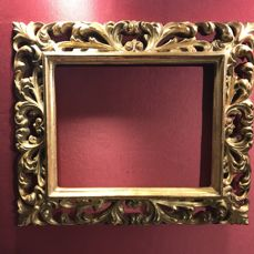 Museum frame - Wood, plaster and leaf gilding - Early 20th century