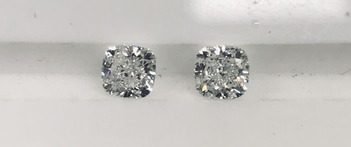 2 pcs Diamonds - 1.01 ct - Cushion - D (colourless), E - VS1, VVS1