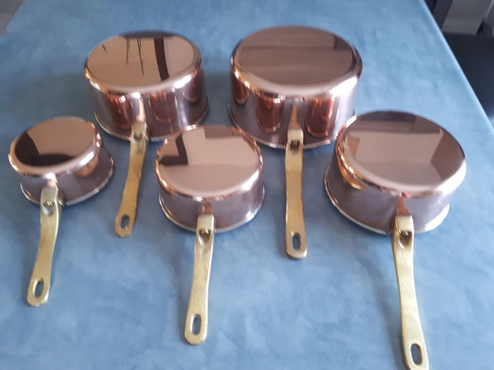 Used, batch of five beautiful pans with rounded edge - Copper Curio Kitchen Utensils & Tableware for sale