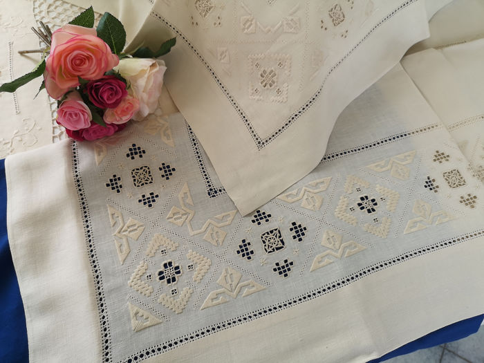 Rich Pure linen sheets with antique P. embroidery by hand - Linen - After 2000