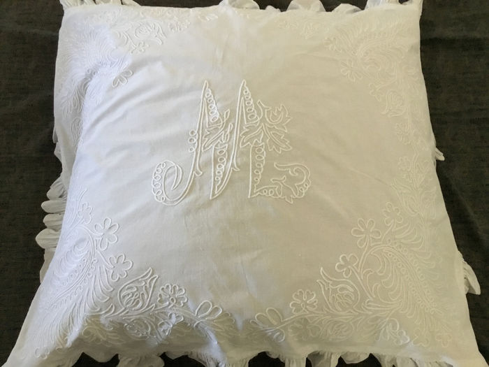 M embroidered initial pillow cradle top - Cotton - Late 19th century