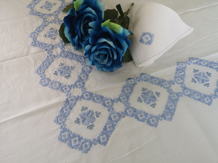 Rich linen tablecloth x12 Embroidery Stitch Full Hand - Linen - After 2000