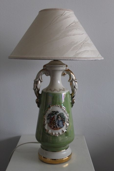 belle lampe de table en porcelaine - Porcelaine