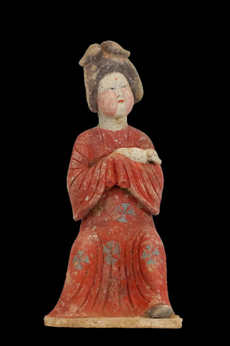 Mingqi - Terracotta - A Large Fat Lady Seated on a Stool and Cradling a Small Dog, Tl test, H- 38 cm. - China - Tang Dynasty (618-907)