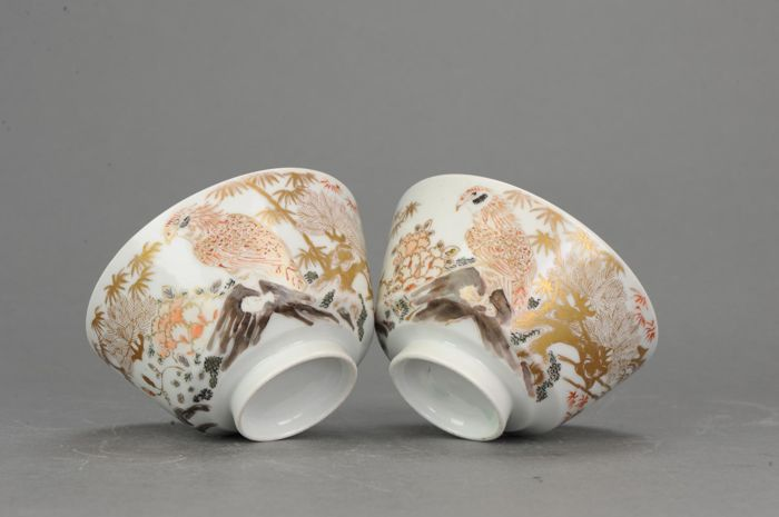Kom (2) - IJzer rood, Imari - Porselein - Lovely Pair - Japan - Edo Periode (1600-1868)