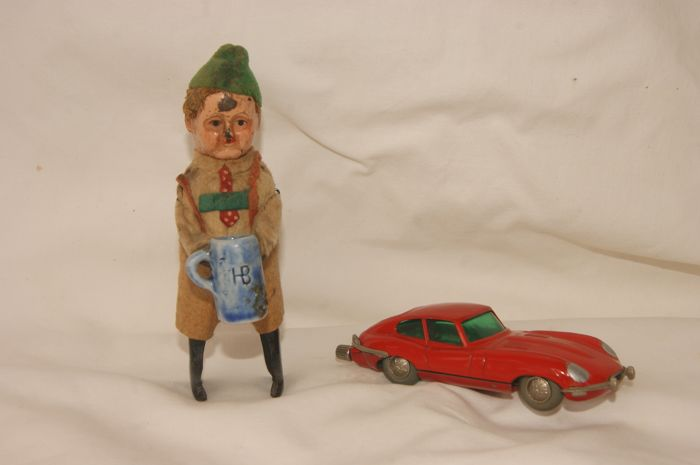 Schuco - Wind-figure and wind-car - Trachtenfigur ``Seppl mit Bierkrug`` 982/6 - ca. 1935 for sale