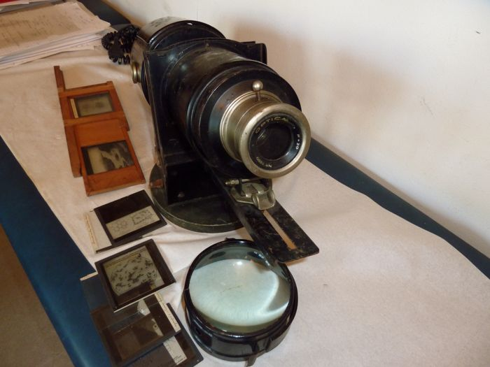 Magic Lantern, with glass plates on biology education.