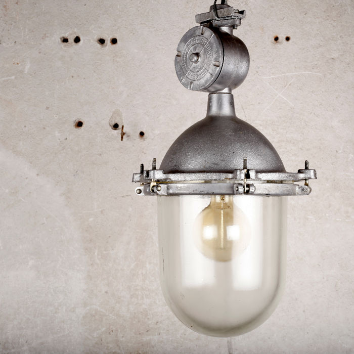 Unknown designer - Industrieel plafond CCCP aluminium lamp