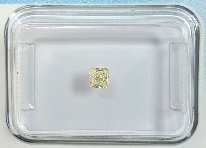 Diamante - 0.13 ct - Radiante - very light yellow - IGI Antwerp - No Reserve Price, VS2