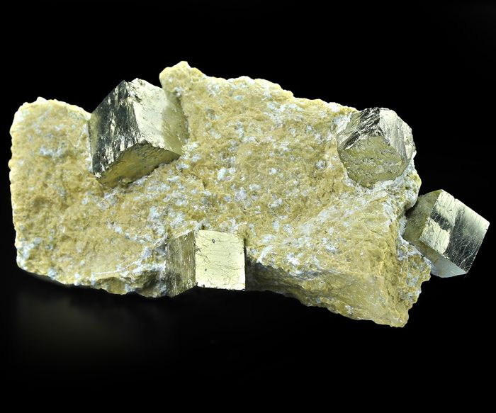 Gold! Perfect Cubic Pyrite Crystal cluster - 10.5×5.2×3 cm - 194 g