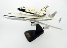 NASA Shuttle Carrier Aircraft Boeing 747 with Space Shuttle Orbiter 1:200 - Maquette - Hars/polyester, Hout, Plastic