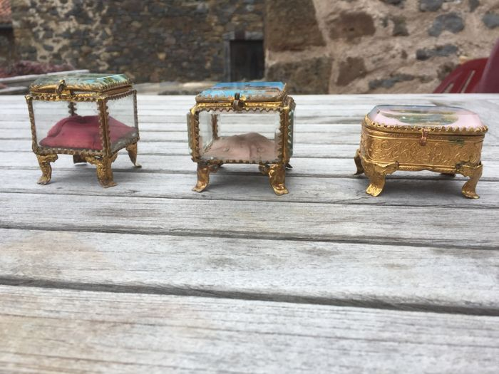 Bijouterie boxes - secured glass (3) - Gilt - 19th century